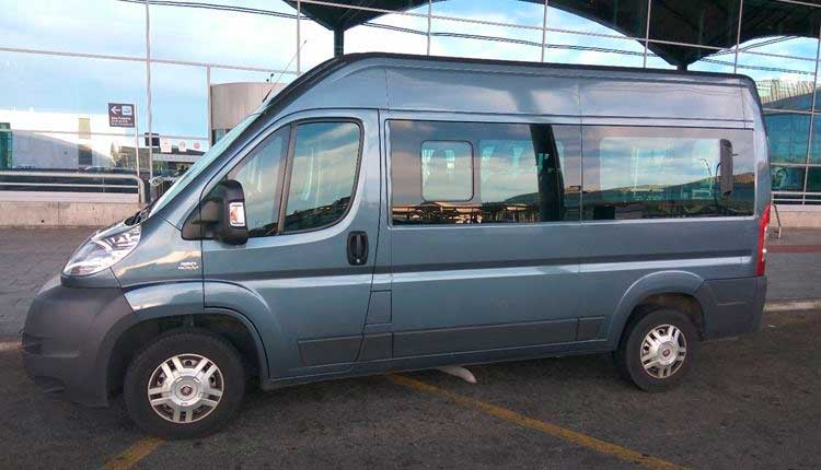 Transfers and taxis by minibus for 8 passengers from Almería Airport to Benidorm.