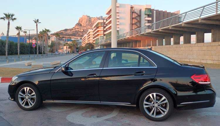 Transfer in a VIP vehicle for 3 passengers from Almería airport to Benidorm.
