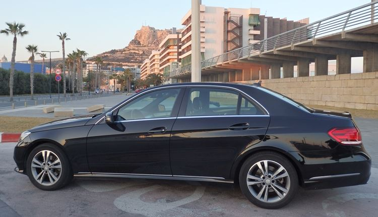 Mercedes E220 vehicle used for executive and VIP service for transfers between Murcia Airport and Benidorm.